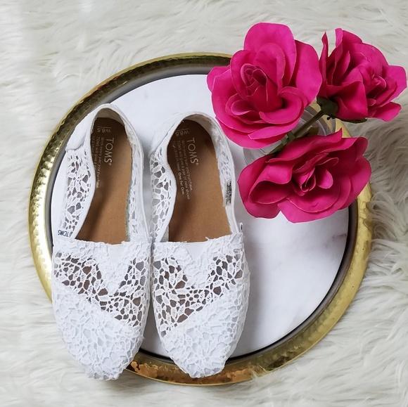 4e0b74db4d31 Toms White Lace Leaves Classic Slip On Shoes. M 5b58a4619539f74c92e9e530